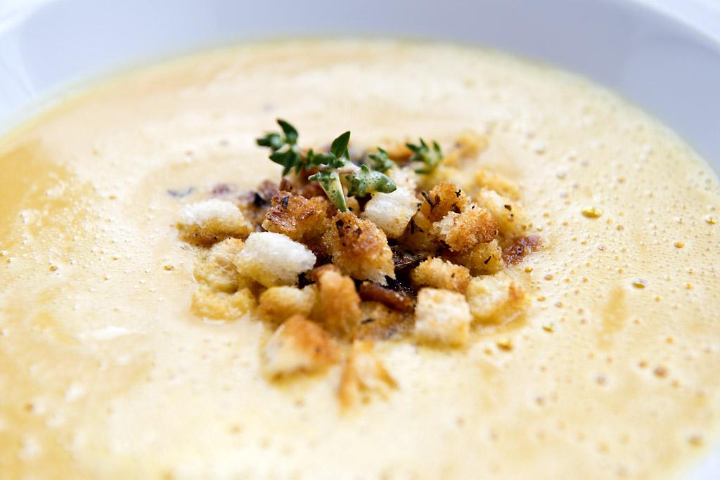 Meine Butternuss-Kürbis-Cremesuppe mit knusprigen Croutons